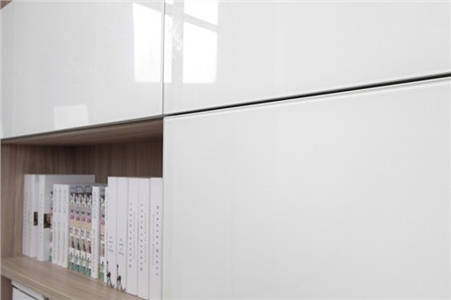 白模壓板開門書柜定做/白模壓板開門書柜價格優惠/德科供