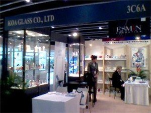 化妆品玻璃瓶盖定做/上海化妆品玻璃瓶盖市场价/兴雅供